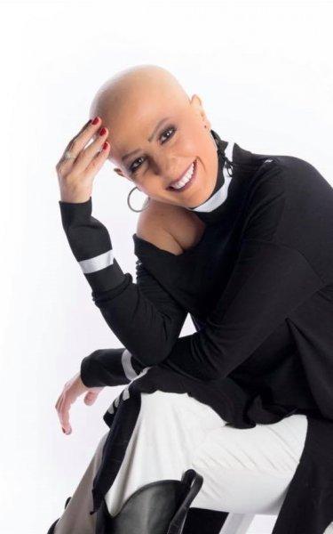 لينا شاكر تخضع لجلسة تصوير بعد شفائها من السرطان